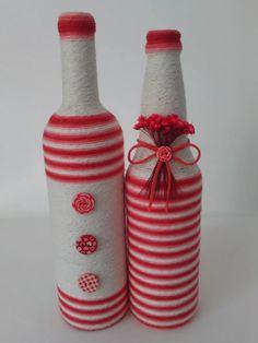 how to fabric decoupage wine bottle Wine Bottle Glasses, Wine Bottle Art, Diy Bottle, Painted Wine Glasses, Bottles And Jars, Glass Bottles, Christmas Desk Decorations, Glass Bottle Crafts, Vase Crafts