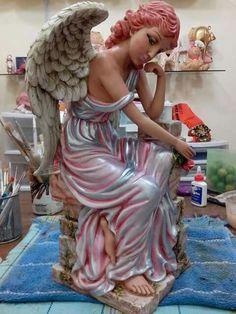 Resultado de imagen para como pintar angeles de yeso Ceramic Painting, Ceramic Art, Angel Artwork, Fairy Figurines, Forest Fairy, Fairy Houses, Diy And Crafts, Sculpture, Disney Princess