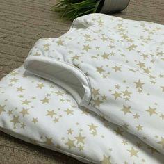 Y no paramos de mirar este saco de dormir porque nos vuelve locas... Hoy en MiraMami sacos de dormir para bebés made in spain con los mejores tejidos #MiraMamiRecomienda #estrellas #mybabyisastar #regalosparabebes #babyshower #madeinspain #regalosespeciales #regaloparanavidad #bautizos