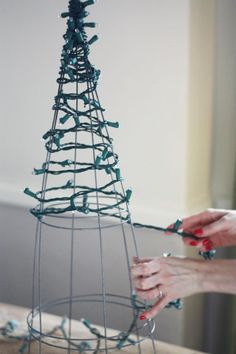 22 Holiday Decor Hacks That'll Make You Say Why Didn't I Know About These Sooner? 22 Holiday Decor Hacks That'll Make You Say Why Didn't I Know About These Sooner? Diy Christmas Lights, Decorating With Christmas Lights, Christmas Tree Decorations, Outdoor Christmas Trees, Christmas Tree Out Of Lights, Apartment Christmas Decorations, Outdoor Xmas Lights, Porch Christmas Tree, Christmas Mantles