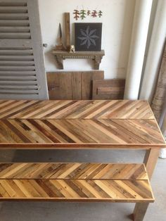 Wood Pallets Ideas Reclaimed Pallet and Barn Wood Kitchen Table with Matching Bench Chevron Dining Pallet Deck Furniture, Wood Furniture, Furniture Design, Furniture Sets, Pallet Tables, Space Furniture, Kitchen Table With Storage, Küchen Design, Wood Pallets