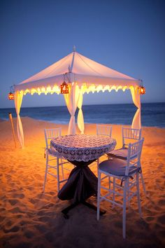 Seaside wedding, also great proposal idea for upcoming engagements.