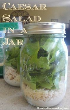 for homemade Chicken Caesar Salad in a Jar. Make up several on the weekend to enjoy for lunch during the week.Easy recipe for homemade Chicken Caesar Salad in a Jar. Make up several on the weekend to enjoy for lunch during the week. Mason Jar Lunch, Mason Jar Meals, Meals In A Jar, Mason Jars, Salad In A Jar, Salad Bar, Soup And Salad, Chef Salad, Chicken Ceasar