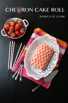 Such a great idea instead of a traditional cake! How to make a Chevron Zig Zag Cake Roll Yummy Treats, Delicious Desserts, Sweet Treats, Yummy Food, Chevron Cakes, Cake Roll Recipes, Eat Dessert First, Foodblogger, Cake Tutorial