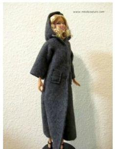 DIY Dolls : DIY Long felt hooded coat for Barbie Easy patterns for beginners… Sewing Barbie Clothes, Barbie Sewing Patterns, Doll Clothes Patterns, Barbie Et Ken, Barbie Miss, Barbie Doll, Barbie Stuff, Doll Stuff, Long Hooded Coat