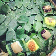 Sticky Rice with different top. Thai Dessert, Dessert Drinks, Dessert Recipes, Asian Desserts, Sweet Desserts, Thai Cooking, Cooking Recipes, Thai Recipes, Asian Recipes