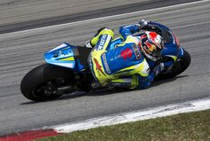 Maverick Vinales of Spain and Team Suzuki MotoGP rounds the bend during day three of the Sepang MotoGP Tests at Sepang Circuit on February 25, 2015 in Kuala Lumpur, Malaysia.