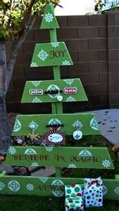 Standing painted pallet Christmas tree. for wood pallet projects