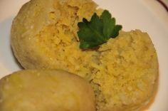Das perfekte Kartoffel-Gries-Knödel-Rezept mit einfacher Schritt-für-Schritt-Anleitung: Gekochte, ausgekühlte Kartoffeln durch die Kartoffelpresse…