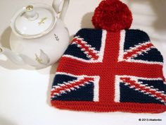 Ravelry: Project Gallery for Union Jack Teacosy pattern by Anna Elliott  -  free knitting pattern - I want one for my Brown Betty!