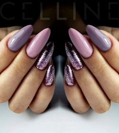 Glitter almond nail art designs are very suitable for summer. Glitter on your nails will catch everyone's eyes. You can try to design with nude nails and gold glitter nails. Trendy Nails, Cute Nails, Hair And Nails, My Nails, Nagel Blog, Glitter Gel Nails, Lilac Nails With Glitter, Acrylic Nails, Nailed It