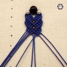 Macramotiv macrame earring tutorial Macrame Earrings Tutorial, Macrame Tutorial, Earring Tutorial, Beaded Earrings, Photo Tutorial, Paracord, Knots, Crochet Necklace, Wrapping