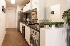 Cores claras e boa iluminação são fundamentais uma cozinha com espaço acolhedor e bonito. Cozinha de apartamento de 53m² do empreendimento Sublime Vila Prudente.