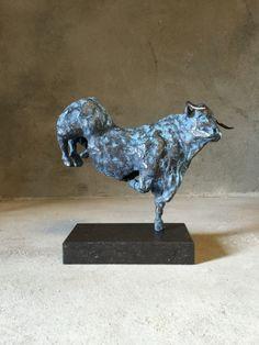 Dancing Bull Blue unique bronze sculpture  http://www.moniquespapens.nl/bronzen-stier-dancing-bull-blue/