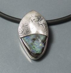 Opalanhänger mit strukturierter Oberfläche. Opal in mattes Silber gefasst von dieElsterSchmuck auf Etsy Golf Clubs, Gold, Handmade, Necklaces, Silver, Yellow