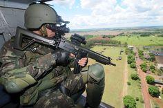 Soldado brasileiro durante projeto COBRA - Combatente Brasileiro