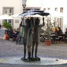 """The """"Three-Girls-Fountain"""" at the Ballplatz in the heart of Mainz. One of the perfect spots to sit in the sun and enjoy a glass of Rheinhessen wine or an espresso."""