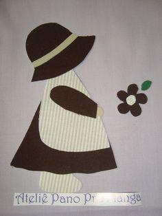 Faça diferença em suas bolsas e ecobags, almofadas, cortinas, roupas e decorações de quarto de criança.    Patch apliquê confeccionado em tecido 100% algodão, adesivado com entretela dupla face e pronto para utilização em qualquer tipo de trabalho.    Basta retirar a película do verso e colar no local a ser bordado. Passar o ferro quente e bordar com o ponto caseado, manual ou a maquina.    Cores: bege e marrom R$ 5,30