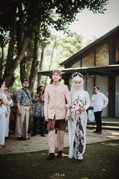 Foto Wedding, Wedding Bride, Dream Wedding, Muslimah Wedding Dress, Hijab Wedding Dresses, Wedding Dress Types, Wedding Poses, Brunei, Indonesian Wedding