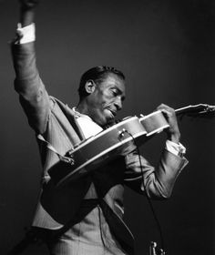 T-Bone Walker at the Hammersmith Apollo in 1960. ✿
