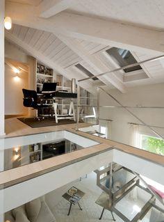 studio nella zona soppalcata : Eclectic style living room by bilune studio