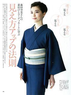 中田有紀 「きものSalon」(世界文化社)撮影:鍋島徳恭 Japanese Costume, Japanese Kimono, Japanese Art, Japanese Outfits, Korean Outfits, Modern Kimono, Kimono Design, Japan Woman, Traditional Fashion