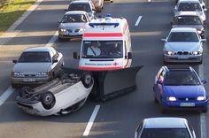 Wer künftig auf der Autobahn einen Rettungswagen im Rückspiegel sieht, sollte besser schnell reagieren und Platz machen – andernfalls ist mit erheblichem Blechschaden zu rechnen. Denn ab sofort sollen deutsche Krankenwagen mit einem Pflug ausgestattet werden, mit dem ...
