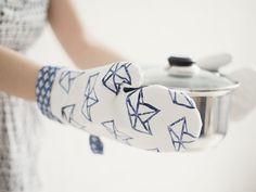 DIY-Anleitung: Ofenhandschuhe selber nähen und bestempeln via DaWanda.com