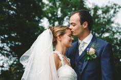 Romantisch moment voor het bruidspaar.  Digrafium - Film, fotografie en grafische vormgeving