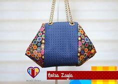 Bolsa de tecido e couro sintético com corrente Zayla. #bolsasdetecido #artesanatoemtecido #bolsasartesanais #lindasbolsas #bolsaslindas #bolsasfemininas #bolsasbonitas #bolsaseacessorios #bolsalinda