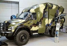 Camper Expedition Trailer, Expedition Vehicle, Camper Caravan, Truck Camper, 4x4 Trucks, Offroad, Zombie Vehicle, Mercedes Benz Vans, Cool Rvs