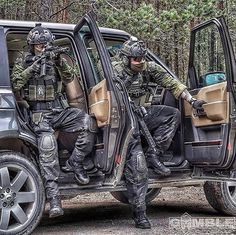 Us Special Forces, Military Special Forces, Tactical Equipment, Tactical Gear, Painting Logo, Airsoft Gear, Police, Military Gear, Cool Gear
