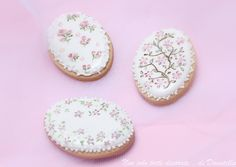 Royal Icing Cookies Painted flowers and cameos. Order Cookies, Mother's Day Cookies, Easter Cookies, Birthday Cookies, Cupcakes, Cupcake Cookies, Sugar Cookies, Cookies Et Biscuits, Royal Icing Cakes