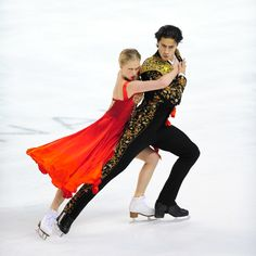 Weaver & Poje of Canada are first after short dance at Skate Canada