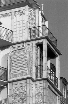 Auguste Perret - Immeuble d'habitation rue Benjamin Franklin, Paris, 1904 - 6th project storey leave bare the square supporting columns of the concrete skeleton