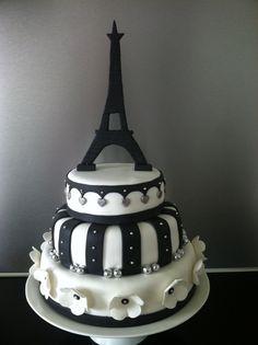 Bruidstaart met Eiffeltoren voor een bruiloft met Parijs als thema