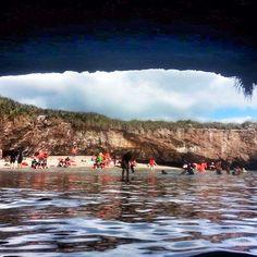 Un día comun como hoy en las #IslasMarietas  Days Like Today in #MarietasIslands Photo by @Lizbeth Peralta  #Vallarta  www.graylinevallarta.com Waves, Outdoor, Islands, Outdoors, Ocean Waves, Outdoor Games, The Great Outdoors, Beach Waves, Wave