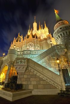 I love this HDR picture of Cinderella's Castle in Walt Disney World ♥