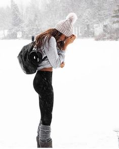 winter outfits snow Gorgeous Feminine clothing out - winteroutfits Casual Winter Outfits, Winter Mode Outfits, Winter Outfits Women, Winter Fashion Outfits, Autumn Winter Fashion, Fall Outfits, Cute Outfits, Outfits For The Snow, Winter Outfits For Teen Girls Cold