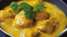Rich, creamy chicken korma is usually forbidden territory if you're watching your weight, but we'd hate you to miss out so we've come up with our healthy chicken curry recipe. Add extra chilli if you like. World Recipes, Diet Recipes, Cooking Recipes, Healthy Recipes, Crockpot Recipes, Chicken Korma Recipe, Chicken Recipes, Gastronomia, Gourmet