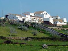 Lloc menorquí Menorca, Barn, Farmhouse, Mansions, House Styles, Villas, Home Decor, Farmhouse Architecture, Mansion Houses