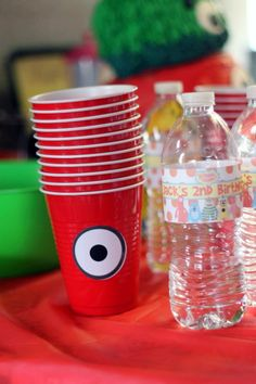 Muno Cups. Yo Gabba Gabba birthday party. Have to try and find green ones to do Brobee