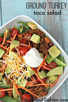Healthy and delicious ground turkey taco salad with homemade seasoning! From Ton. Healthy and delicious ground turkey taco salad with homemade seasoning! From Ton. Ground Turkey Tacos, Healthy Ground Turkey, Ground Turkey Recipes, Taco Salad Recipes, Mexican Food Recipes, Taco Salads, Healthy Taco Salad Recipe, Pesto Pasta, Shiitake