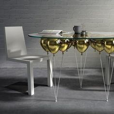 The UP balloon dining table. Weird Furniture, Unique Furniture, Luxury Furniture, Furniture Design, Oval Table, Round Dining Table, Home Decor Styles, Home Decor Items, Fashion Business