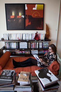Martine Assouline in her office, photographed by Rima Campbell for Matchbook's December Issue (BB) Home Office Design, House Design, Assouline, Woman Bedroom, World Of Books, Woman Reading, Desk Set, Coffee Table Books, Home Pictures