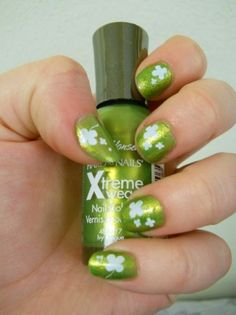 st. patrick's day nails. I want to try this for this weekend but perhaps do dark green nails with light green shamrocks <3