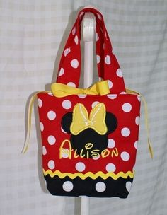 Minnie Mouse Purse by GiftSewFine on Etsy Minnie Mouse Purse, Mickey Minnie Mouse, Mickey Mouse Crafts, Disney Crafts, Miki Mouse, Disney Tote Bags, Diaper Bag Purse, Polka Dot Bags, Minnie Birthday