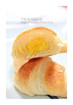 【Egg Custard Croissants】 by MaomaoMom When I visited Krakow, Poland in February, I had a croissant for breakfast. The croissant had delicious swee Pig Feet Recipe, Turnip Cake, Tofu Soup, Croissant Recipe, Bread And Pastries, Italian Pastries, Tofu Dishes, Pork Buns, Sweet Buns