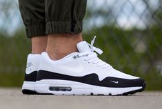 The Nike Air Max 1 Ultra Essential is rendered in a classic combination of white with black this season. Find it at Nike stores overseas. Air Max 1, Nike Air Max, Best Sneakers, Air Max Sneakers, Sneakers Nike, Black Sneakers, Air Jordan, Reebok, Hypebeast