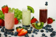 Smoothies are great for on-the-go or busy families - a perfect breakfast, after school or post-workout snack. These smoothie tips and healthy recipe will make it easy to incorporate smoothies into your diet. Healthy Protein Shakes, Protein Shake Recipes, Whey Protein, Herbalife Protein, High Protein, Easy Smoothies, Breakfast Smoothies, Fruit Smoothies, Fruit Juice